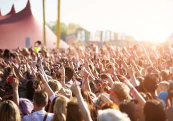 Benarkah Konser Musik Dapat Membuat Telinga Kita Mengalami Pendarahan?