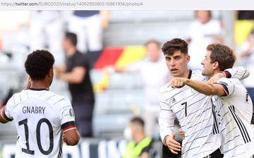 Penyerang timnas Jerman, Kai Havertz (tengah), merayakan gol ke gawang timnas Portugal dalam laga Grup F EURO 2020 di Stadion Football Arena, Sabtu (19/6/2021).