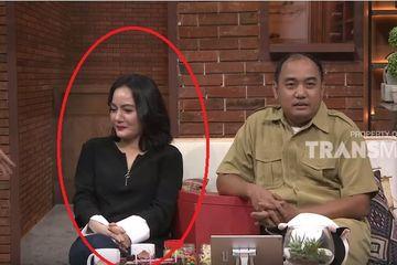 Dewi, istri keudia Azis Gagap.