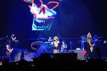 Konser Guns N' Roses bertajuk 'Not In This Lifetime Tour' di Jakarta, Kamis (8/11/2018).