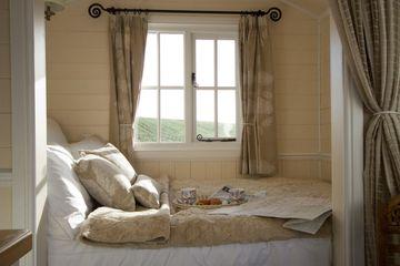 6 Tempat Tidur Fungsional Cocok Atasi Masalah Kamar Tidur Sempit