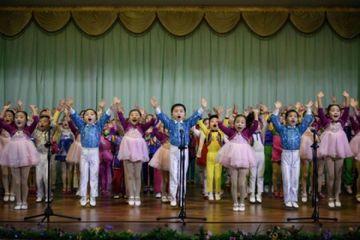 Begini Cara Korea Utara Mendoktrin Anak-anak untuk Memuja Kim Jong Un