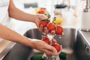 Empat Teknik Mengolah Makanan yang Salah Ini Bisa Sebabkan Keracunan