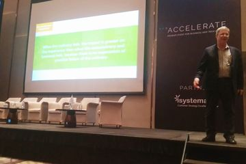 "Paul Greenberg, sang ""Godfather of CRM,"" dalam acara ""Accelerate bpm'online Global Tour 2019."""