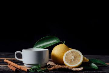 Hati Hati Bila Konsumsi Air Hangat Dan Lemon Di Pagi Hari Efek Bahaya Ini Bisa Terjadi Pada Tubuh Semua Halaman Nakita