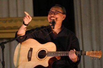 Lirik Lagu Dan Chord Gitar Mungkin Tuhan Mulai Bosan Berita Kepada Kawan Ebiet G Ade Sonora Id