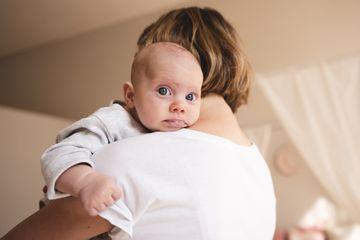 Panduan Perkembangan Bayi 4 Bulan Yang Normal Terjadi Salah Satunya Sering Gumoh Begini Cara Mengatasi Dengan Tepat Semua Halaman Nakita