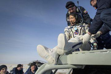 Astronot NASA Kembali ke Bumi Setelah 328 Hari di Luar Angkasa