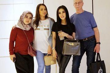 Singgung Soal Video Porno, Ayah Angkat Syahrini Sebut Wanita ...