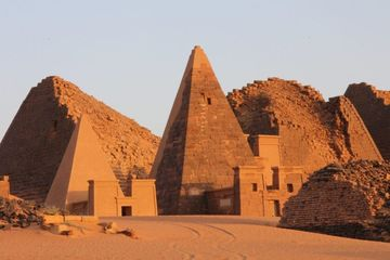 Meroë, Ibu Kota Kerajaan Nubia Kush dengan Bangunan Berbentuk Piramida