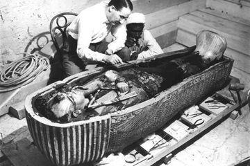 Foto-foto dari Penemuan Makam Tutankhamun Pada 1922 Dibuat Berwarna