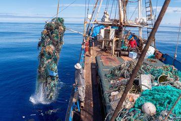 Aksi Pembersihan Laut Terbesar Berhasil Kumpulkan 100 Ton Sampah Plastik