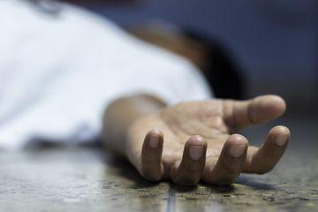 Habisi Nyawa Ibunya Sendiri, Gadis 19 Tahun Tinggal Bersama Mayat sang Ibu  yang Membusuk di Bak Mandi, Tetangga Tak Curiga Walaupun Bau Busuk  Menyelimuti Rumahnya Selama 4 Bulan