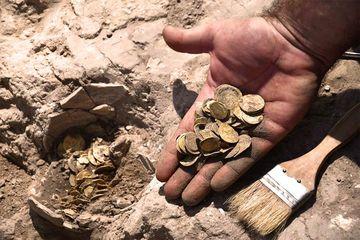 Para Remaja Temukan Timbunan Koin Emas Peninggalan Islam di Israel