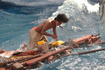 Life Of Pi 2012 Bertahan Di Laut Bersama Macan Bengal Cewekbanget