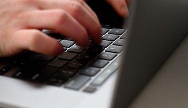 MacBook Pro 13 Inci Akan Gunakan Scissors Keyboard Pada 2020