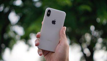 Samsung Gugat Brand Ambassador Mereka Karena Ketahuan Gunakan iPhone X