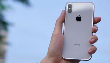 Survey Membuktikan Pengguna Lebih Penasaran dengan iPhone 2018 Dibanding Samsung