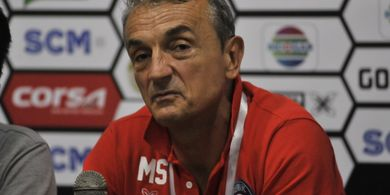 Pelatih Arema FC Pasrah Laga Kontra PSM Makassar Ditunda