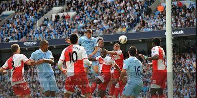Yang Terjadi di Balik Ruang Ganti Man United Usai Gol Aguero 2012