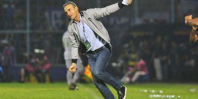 Arema FC Kalah dari Borneo FC, Milomir Seslija Mengkritik Wasit