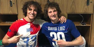 VIDEO - Antarkan Chelsea ke Semifinal, David Luiz Jumpa Kembarannya