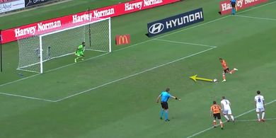 VIDEO - Pemain Liga Australia Lakukan 'Panenka Mendatar' dan... Gol