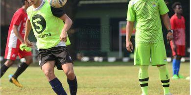 Pemain Muda Jebolan Inggris Segera Merapat ke Persib Bandung