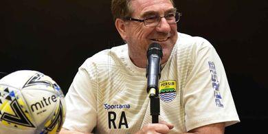 Jawaban Robert Rene Alberts Soal Rekor Buruk Persib Saat Hadapi Bali United