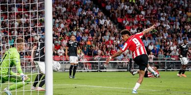 Hasil Liga Champions, Pemain Buangan Arsenal Menangkan PSV Lewat Gol Back-heel Yahud