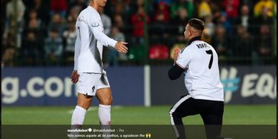 Cristiano Ronaldo Bikin Penyusup Lapangan Bertekuk Lutut