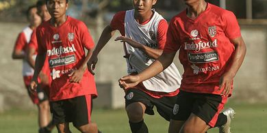 Wonderkid Bali United Rela Bantu Keluarga Jualan Pentol Kuah