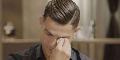 Diwawancarai, Ronaldo Tiba-tiba Menangis Usai Lihat Video ini