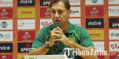 Pelatih Persebaya Ungkap Masalah Timnya saat Ditekuk Persib Bandung