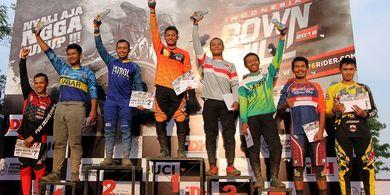 Pembalap Sepeda 76 Team Juarai Seri Ketiga Indonesian Downhil 2019