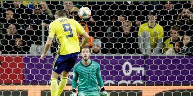 VIDEO - Penyelamatan Kelas Dunia David de Gea Loloskan Spanyol ke Euro 2020