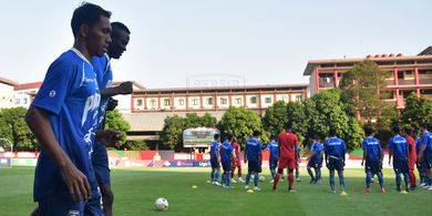 Bukan Cedera, Ada Alasan Lain Persib Tak Turunkan Ezechiel N'Douassel di Laga Kontra Bhayangkara FC