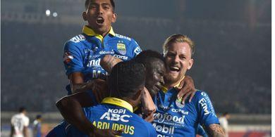 Persib Langsung Unggul Tiga Gol atas Arema FC di Babak Pertama