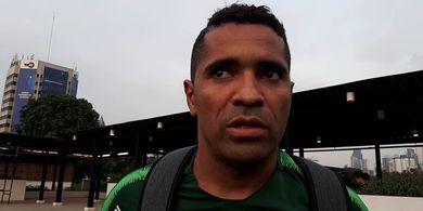 Namanya Dicoret Dari Timnas U-22 Indonesia, Beto Bagikan Ilmu pada Osvaldo Haay