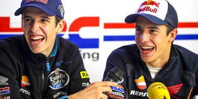 Layaknya Valentino Rossi, Marc Marquez Dianggap Punya 'Invisible Hand'