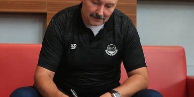 Pelatih Tira Persikabo Tak Bisa Pulang ke Eropa Meski Libur Kompetisi