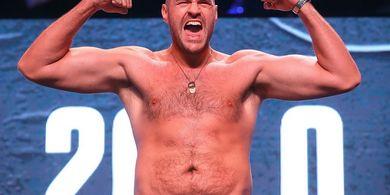 Gara-gara Poker, Tyson Fury Klaim Bisa Meng-KO Deontay Wilder di Ronde Kedua