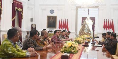 Kata Jokowi Seusai Bertemu Pengurus PSSI di Istana Merdeka