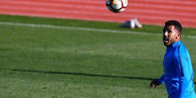 Carlos Tevez: Tanpa Digaji pun, Pesepak Bola Bisa Bertahan Hidup Setahun