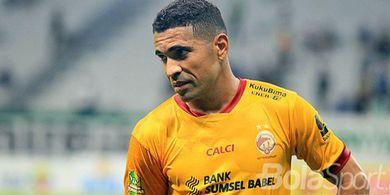 Bawa Bola Khusus dari Brasil, Alberto Goncalves Ajak Pemain Sriwijaya FC Main Teqball