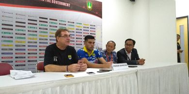 Bek Persib Sandingkan Stadion Manahan dengan Stadion-stadion di Eropa