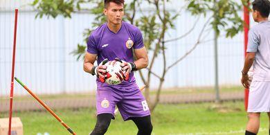 Berlatih Tetap Jadi Fokus Kiper Persija Jakarta Selama Liga 1 Ditangguhkan