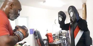 Mike Tyson 'Lepas Kendali', Pelatih Hadapi Jurus yang Hadirkan Sensasi Sakratul Maut