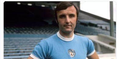 Bek Sayap Legendaris Manchester City Glyn Pardoe Meninggal Dunia
