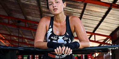 Super Model Cantik Mia Kang Dapat Tawaran Untuk Cicipi Tarung MMA